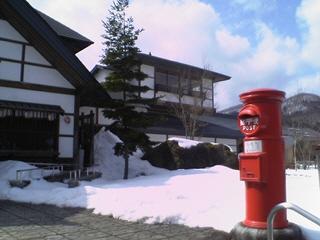柳津町観光物産館「清柳苑」前の丸ポスト