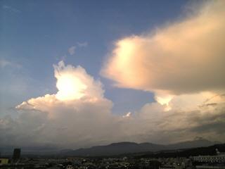 再び現れた青空と入道雲