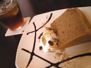 シフォンケーキとアイスティのセット@hal cafe(ハルカフェ)