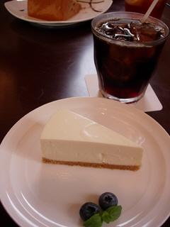 レアチーズケーキとアイスコーヒーのセット@hal cafe(ハルカフェ)