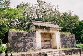 首里城(園比屋武御嶽石門)