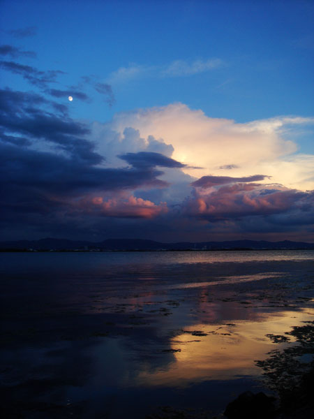 とある日の琵琶湖上空