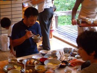 中村さんも食べる