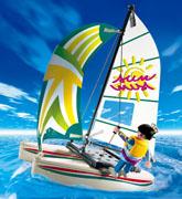 3183 小型の帆船型ボート