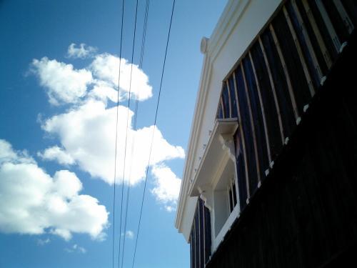雲と古民家