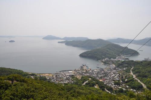 田ノ浦半島と向こうに三都半島