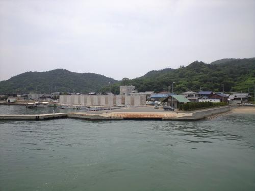 豊島の唐櫃港