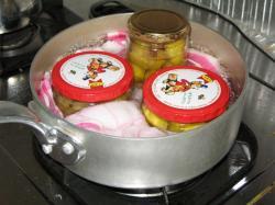 栗の甘露煮 煮沸消毒中