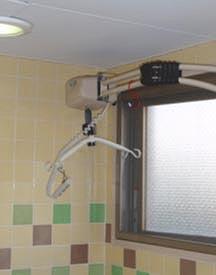 東京都 足立区 介護老人保健施設(入所・短期入所・通所リハビリ) 千寿の郷 入浴風景 浴室 リフト