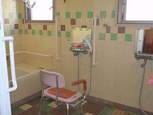 東京都 足立区 介護老人保健施設(入所・短期入所・通所リハビリ) 千寿の郷 入浴風景 浴室