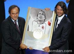 式典ではミシェル・プラティニ会長からパオロ・マルディーニへの特別表彰が行われ、彼のこれまでのサッカー界での偉大なる功績とACミランでの活躍に対して、会場はスタンディング・オベレーションで賞賛を送った。