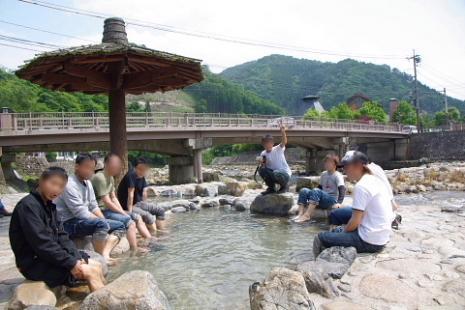 奥津温泉河原の足湯1