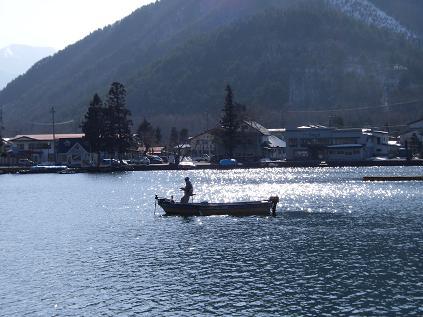 湖に浮かぶボート
