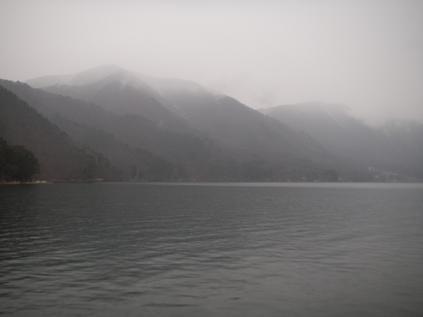 近所の湖(3月30日)