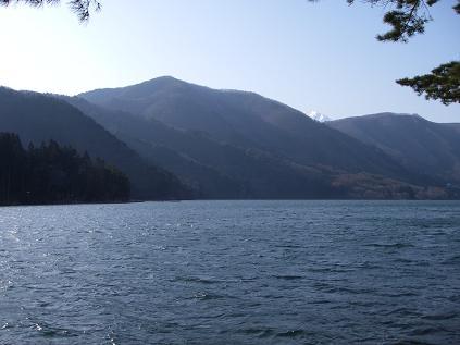 近所の湖(4月6日)
