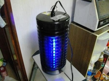 電撃殺虫機