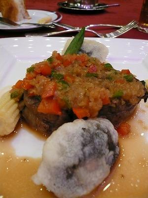 特上県産牛ヒレ肉のシャリアピンステーキ フォルトーナ