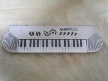 電子ピアノ1