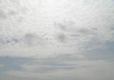 曇った秋の空