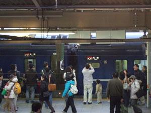 サービスだろうか?大阪行きの方向幕を示す急行銀河
