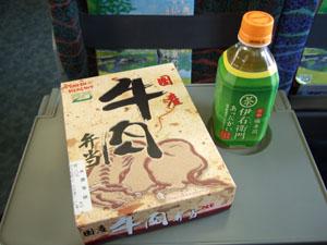新幹線の車内で食べた朝食の牛肉弁当