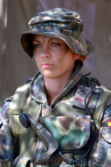 Beautiful_Female_Police_and_Army_Girls_from_Around_the_world_22.jpg