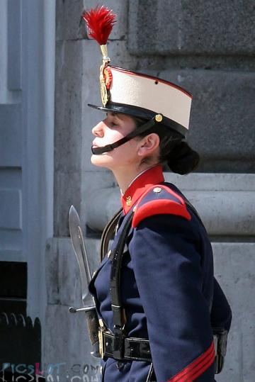 Beautiful_Female_Police_and_Army_Girls_from_Around_the_world_24.jpg