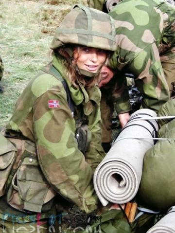 Beautiful_Female_Police_and_Army_Girls_from_Around_the_world_25.jpg