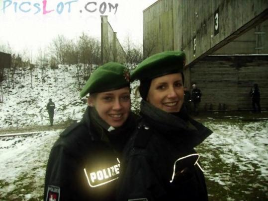 Beautiful_Female_Police_and_Army_Girls_from_Around_the_world_27.jpg
