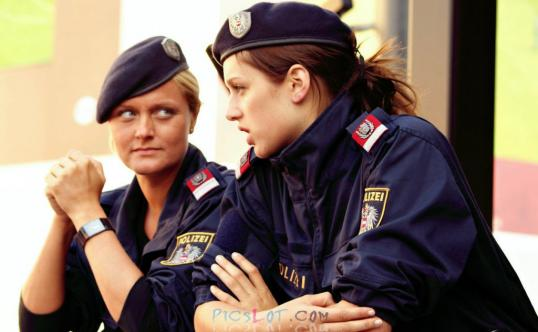 Beautiful_Female_Police_and_Army_Girls_from_Around_the_world_28.jpg