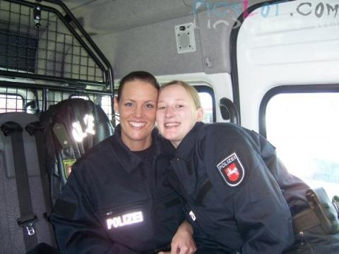 Beautiful_Female_Police_and_Army_Girls_from_Around_the_world_4.jpg