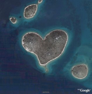 Heart_shaped_island_off_Croatia.jpg