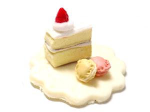 小さなケーキとマカロン