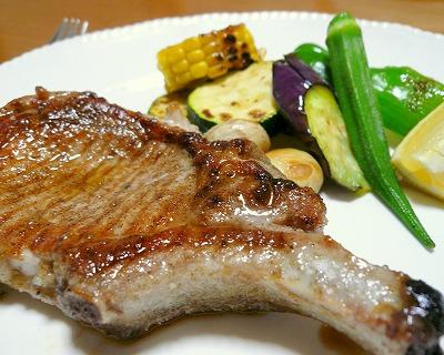 090731骨付き豚肉のステーキ