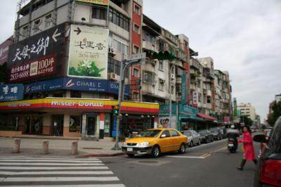 こちらを右に行くと士東市場ね。