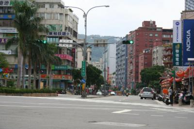 こちらは天母東路。