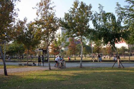 こんなところに公園がねぇ
