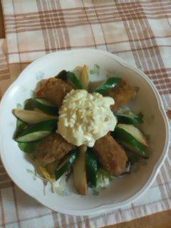 牡蠣フライのタルタルサラダ1