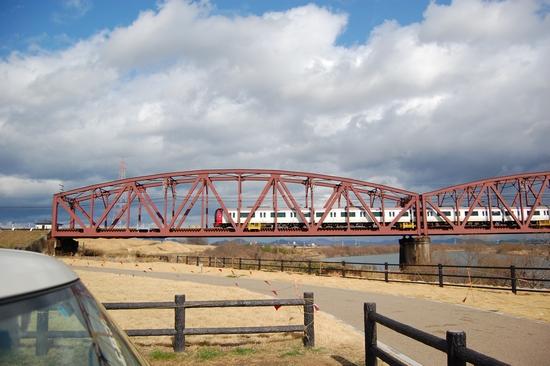 30鉄橋真横