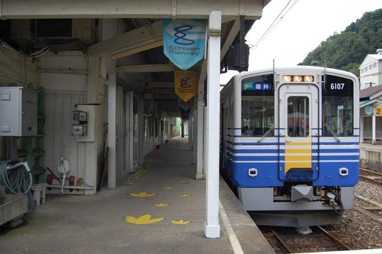 01駅ホーム