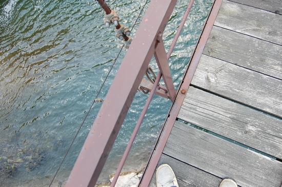 05吊り橋足下