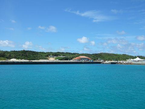 島の玄関口。フェリーと高速船が石垣島とこの島とを繋ぐ。