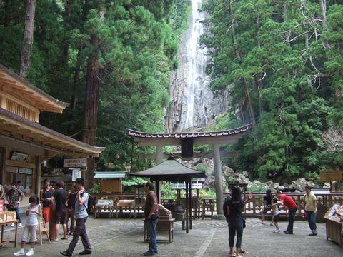熊野那智大社の別宮、飛瀧神社。