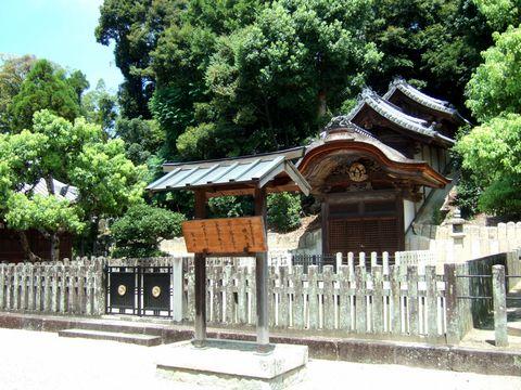 管轄は宮内庁。天皇家の陵墓として指定されている。