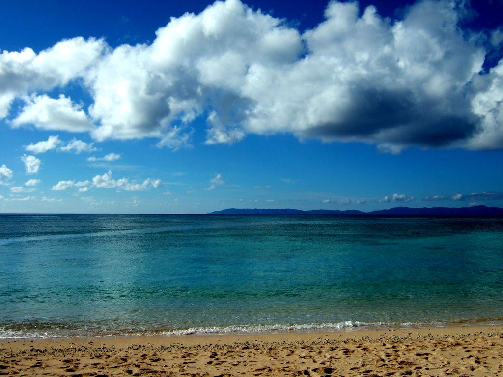 有人島としては日本最南端、波照間島の海と空。