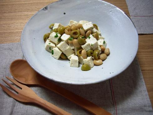 大豆と豆腐・オリーブのホットサラダ