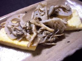 豆腐ステーキ蓮根と舞茸炒めのせ