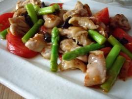 鶏とアスパラ・トマトの中華炒め