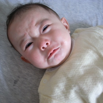 泣き 赤ちゃん 甘え