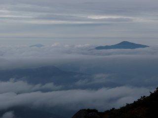 s18月山と鳥海山2